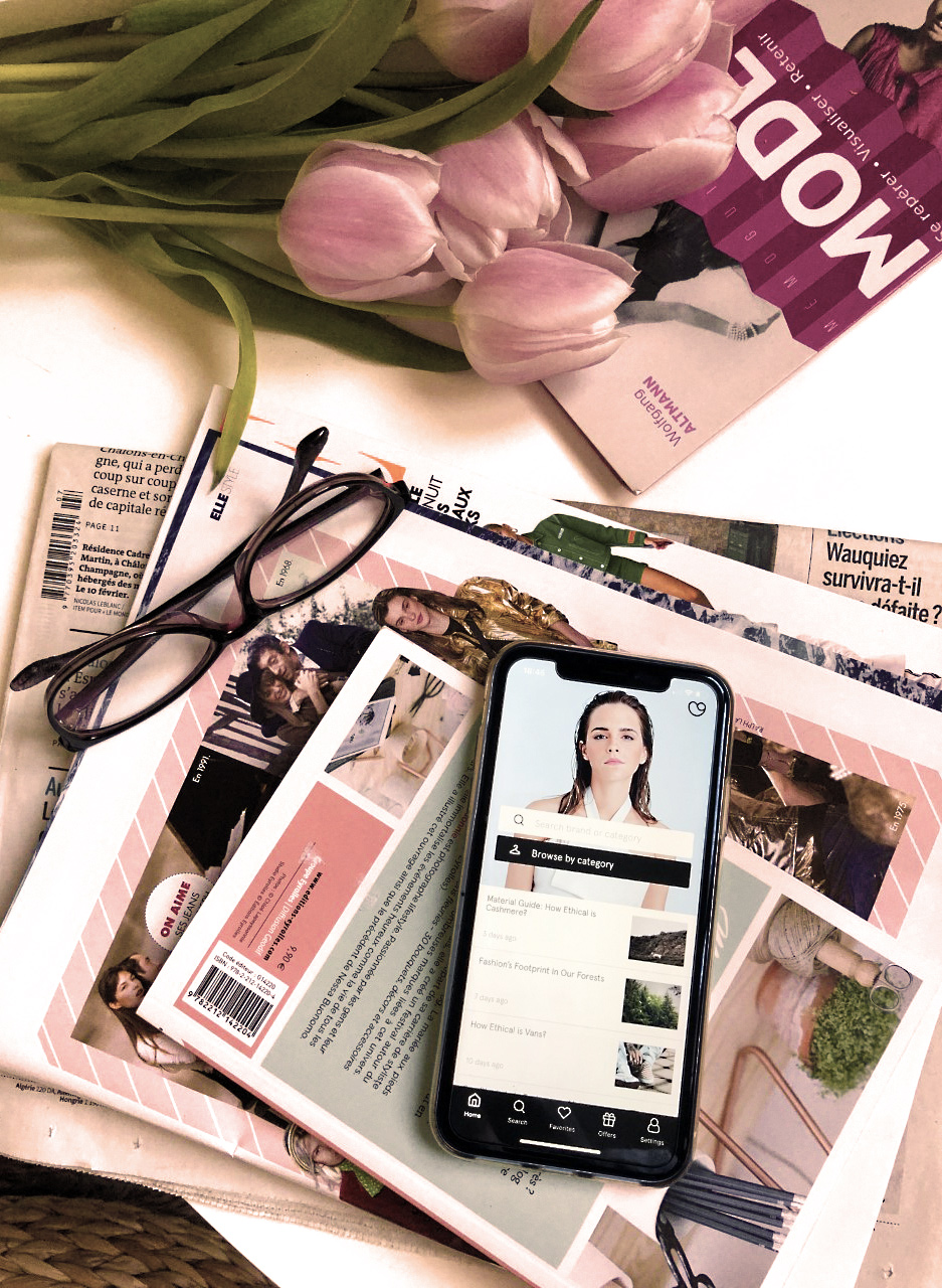 applications flatlay iphone consommer mieux good on you tulipes fleurs