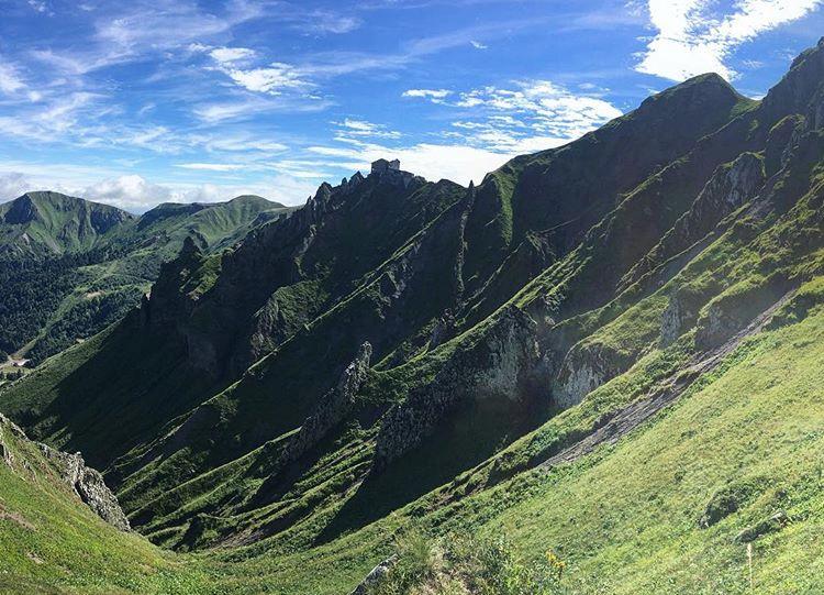 Massif du Sancy montagnes vert nature Puy de Dôme