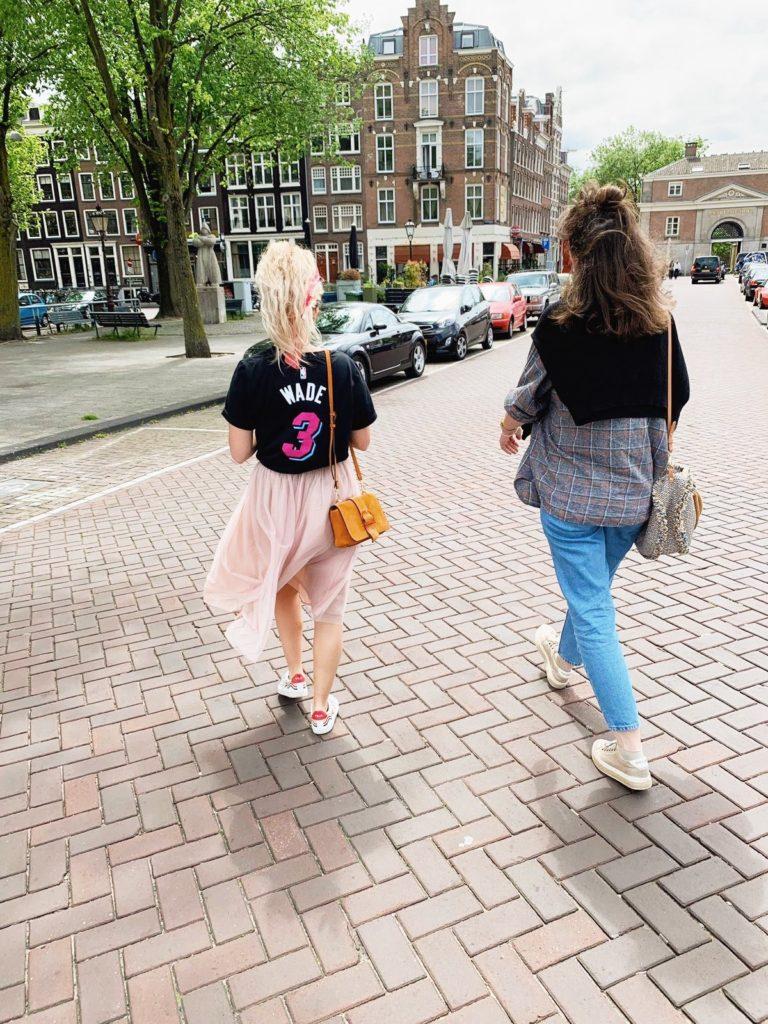 Amsterdam deux copiner marcher ruelle