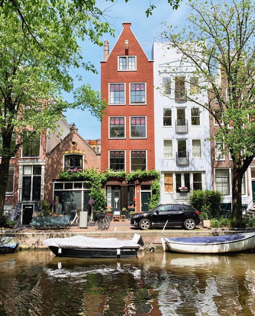Canal Amsterdam maisons péniches