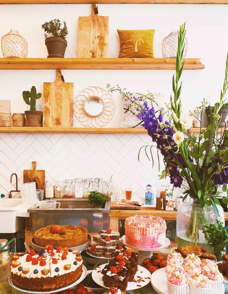 Pluk Amsterdam décoration fleurs gâteaux brunch